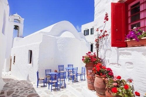 Dicas para decorar sua casa ao estilo grego: Aberturas azuis celeste