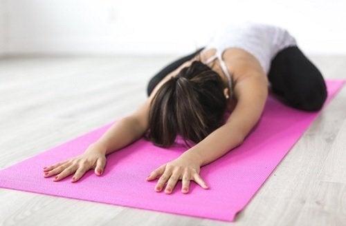 5 coisas imprescindíveis em uma aula de ioga: flexibilidade