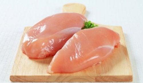 As melhores entradas à base de frango: peito de frango em cubos