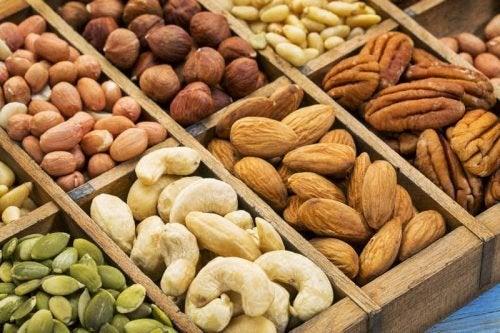 Frutos secos são alimentos para obter colágeno através da dieta