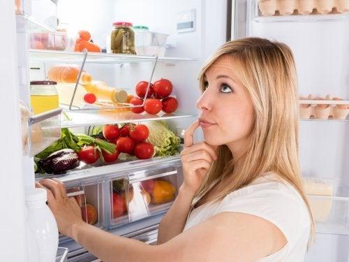 Deve tirar da sua cozinha alimentos que estragam