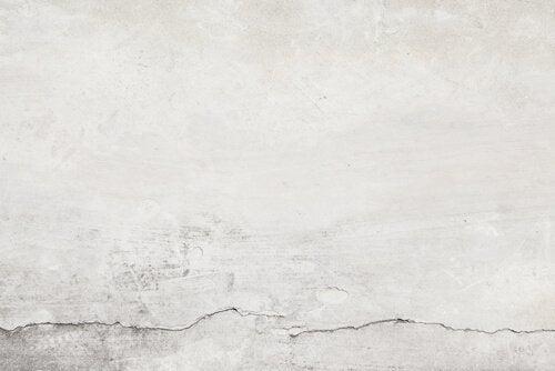 Formas de esconder as imperfeições de sua casa: pintar bem as paredes