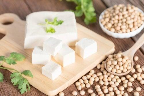 Ingrediente croquetes de tofu fritos