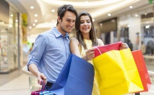 Ecolham juntos ao fazer compras