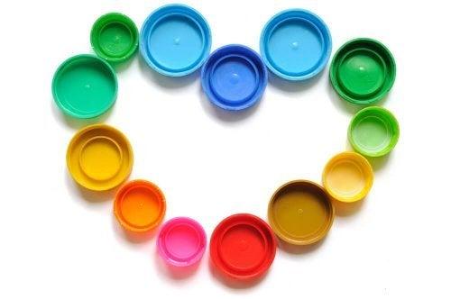 Brinquedos com tampas recicladas