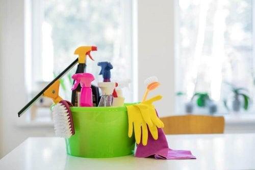 Kit de limpeza doméstica: confira como montar o seu!