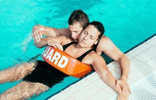 Não respiração correta ao nadar pode trazer risco de afogamento