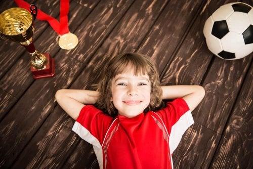 Parabenize seu filho quando ganhar e alcançar os objetivos