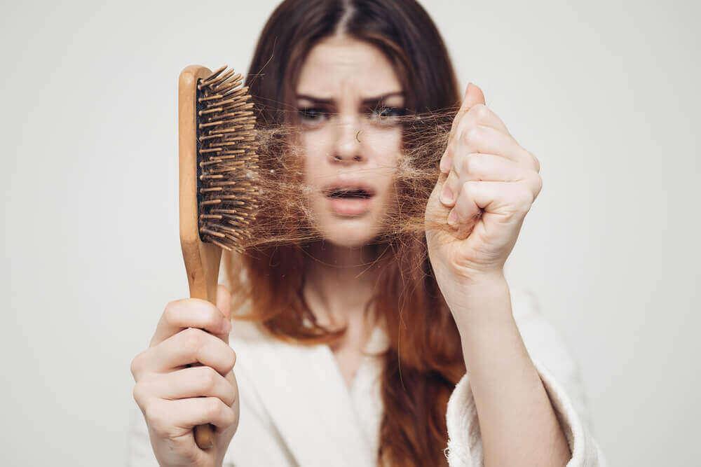Queda de cabelo e calvície são a mesma coisa?