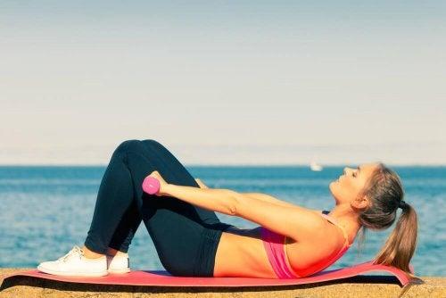Fazer abdominais ajuda a recuperar o corpo depois do parto