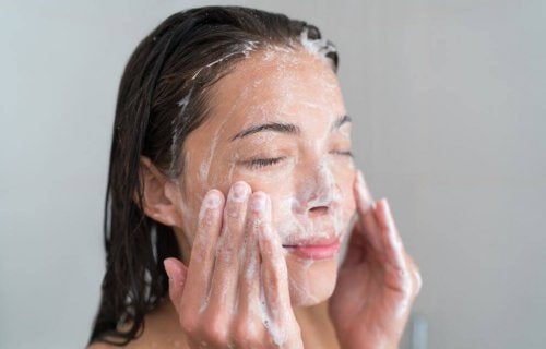 Solução contra a acne: esfoliar a pele