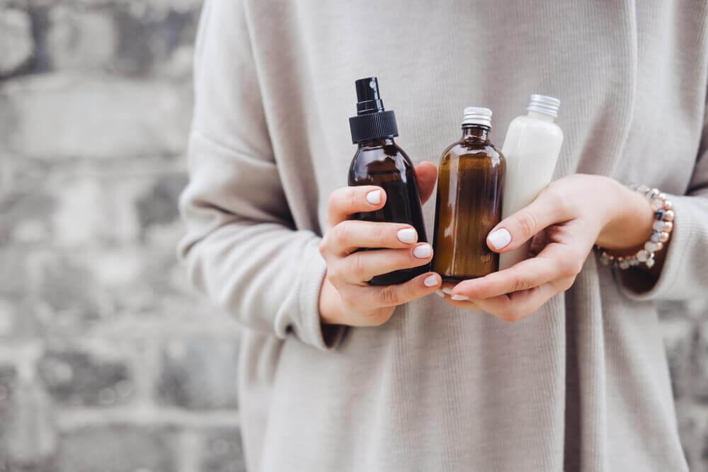 Muitas pessoas utilizam óleos naturais para dar mais nutrição e hidratação ao cabelo, além de combater a queda de cabelo