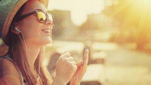 Benefícios de ouvir música durante o exercício melhora o humor