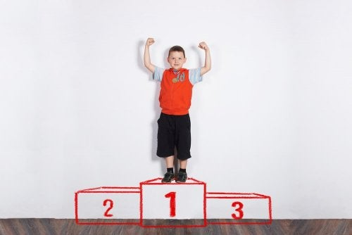 Recompensar as notas do seu filho não deve ser uma condição