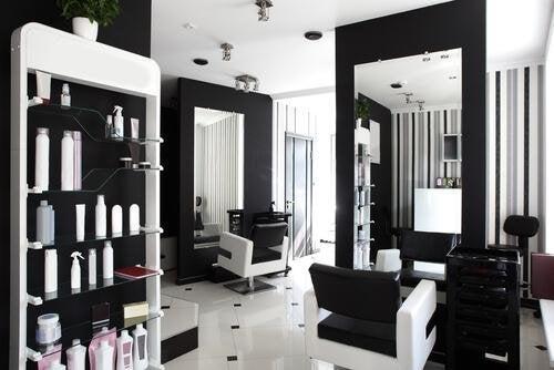 Salão de beleza bem decorado
