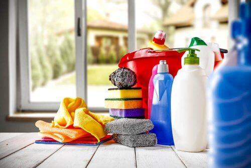 Utensílios de limpeza pequenos para lugares difíceis