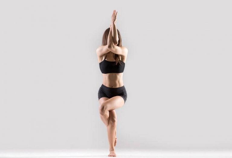 6 posturas de yoga para tonificar glúteos e pernas