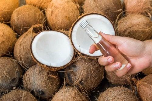 Remédios para unhas quebradiças : óleo de coco