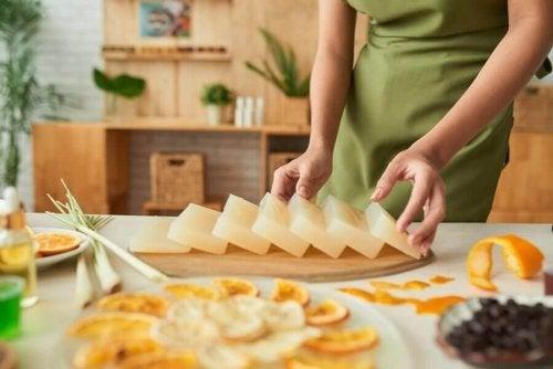 Como fazer sabonetes de glicerina decorativos e aromáticos