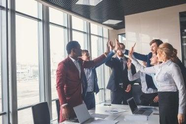A área de recursos humanos celebrando o bem-estar nas empresas