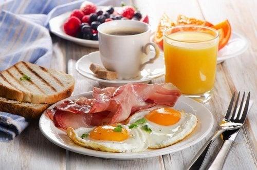 Consuma um café da manhã saudável quando você sair de viagem