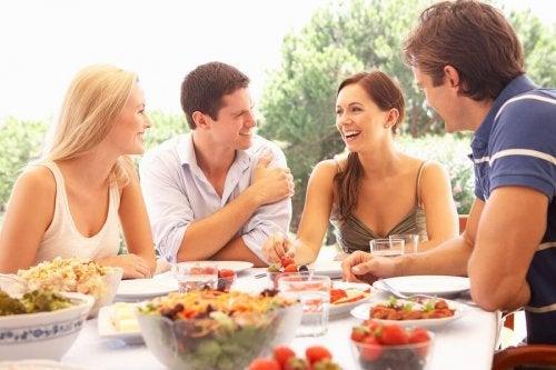 6 truques para comer saudavelmente quando você sair de viagem