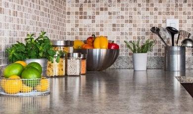 6 maneiras de arrumar direito a cozinha