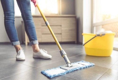 7 dicas para limpar pisos de ladrilho
