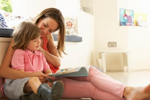 Ler com seu filho ajuda a tratar a dislexia em crianças