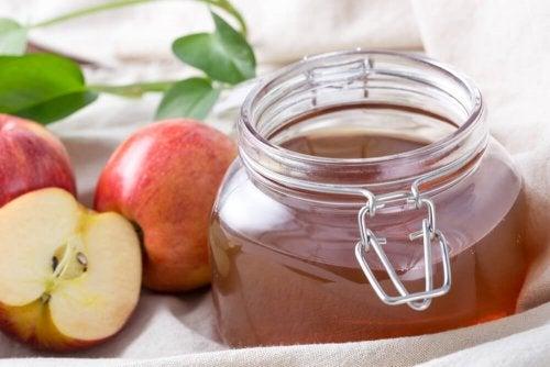Consumir maçã para aumentar o consumo de potássio e aliviar os espasmos musculares