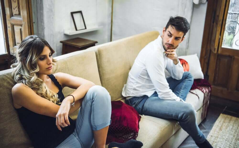Causas de desconfiança no casal