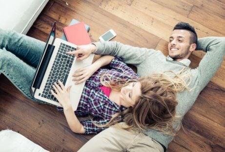 Compartilhar traz felicidade no casamento