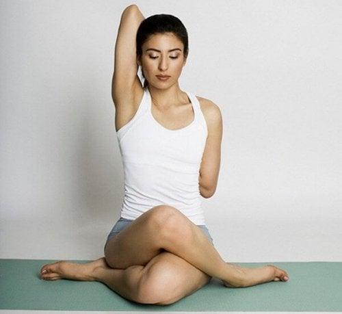 Que exercício de ioga é bom para a dor lombar?