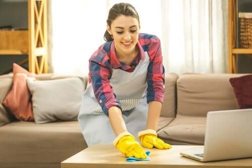 Limpar marcas de copos dos móveis de madeira