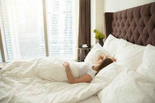 A maneira você costuma dormir determinará qual o colchão recomendado para você