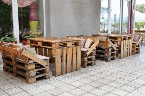 Móveis com material reciclado para fazer em casa