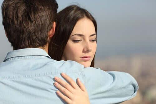 Desconfiança no casal: o que fazer quando não há confiança na relação?