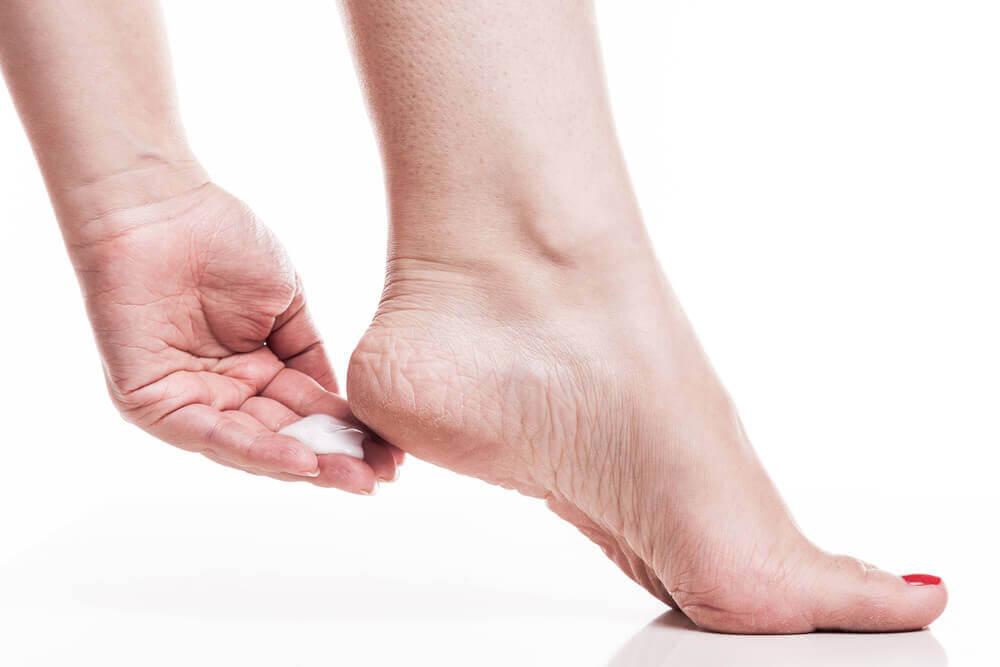Diminua rachaduras nos pés com 7 remédios caseiros