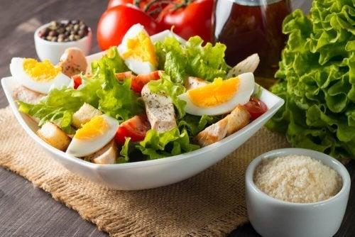 Saladas com ovo que você vai adorar