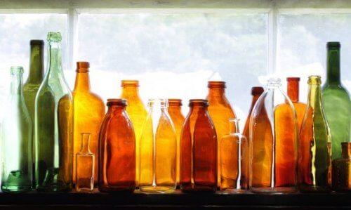 Como reciclar garrafas de vidro para decorar seu jardim