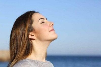 9 exercícios respiratórios: seus benefícios emocionais