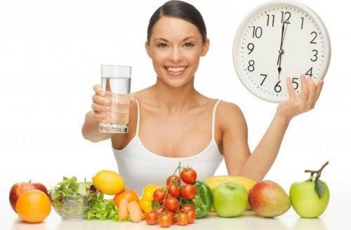 Beber água gelada como método para controlar a ingestão de alimentos