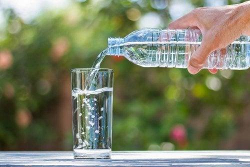 É possível queimar calorias ao beber água gelada?