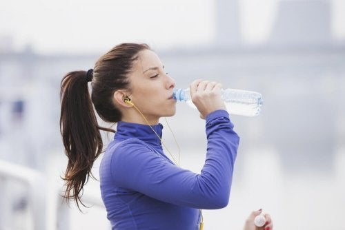 Os problemas de beber água gelada após o exercício