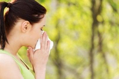 Alergia ao pólen: causas e remédios naturais