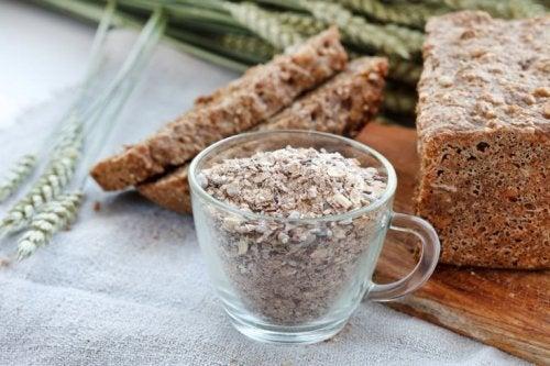 Aumente o consumo de fibras para cuidar de sua saúde digestiva