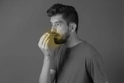Mau hálito: combata-o com salsa e cravo-da-índia