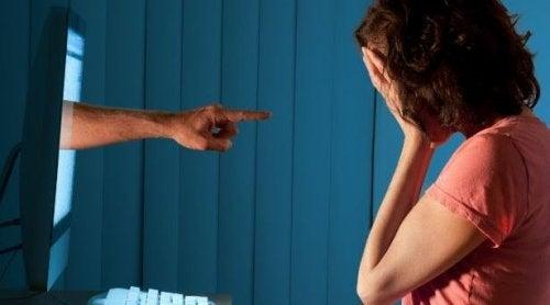 Cyberbullying: 8 dicas para ajudar seus filhos