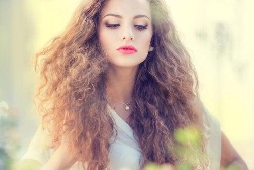 Para tratar o cabelo depois do verão, deixe que ele descanse