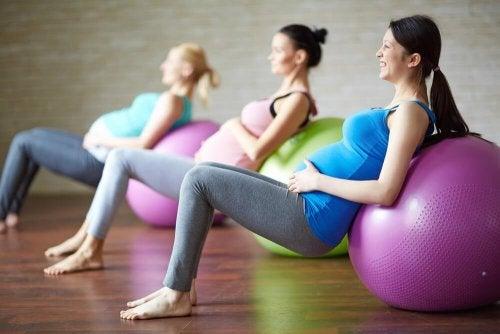 Exercícios de alongamento antes do parto